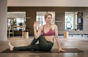 Veilig yogatwists uitvoeren