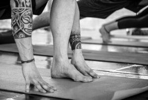 Op blote voeten lopen:  voordelen en oefeningen